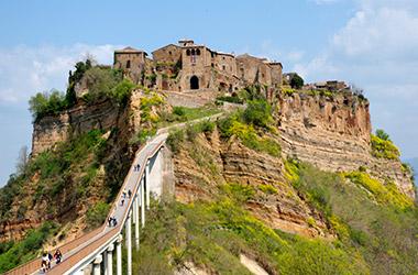 Il Medioevo: borghi e monumenti: Viterbo – Civita di Bagnoregio – Tuscania